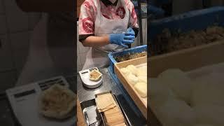 Japanese Food/日本の食べ物 Osaka Japanese Street Food Pork buns(551 Butaman)  551の豚まん 日本の食べ物