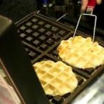 Japanese Street Food / 3 ドル Cream Cheese Waffle Apple Jam クレープ