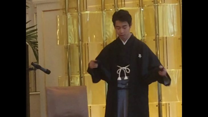 Sennosuke Kataoka  demonstrates playing a male and a female Kabuki dancer