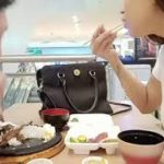 Mukbang in fast-food in Japanese food Tara Kain salamon and tuna