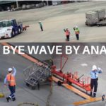[AVIATION] Good Bye Wave by  Japanese ramp agents to see off the aircraft! 伊丹空港グランドスタッフ-グッバイウェーブ